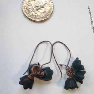 Earrings black flowers with copper wiring